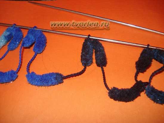 вяжем шарф из пряжи с помпонами (10)