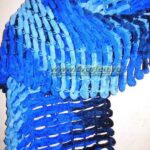 Как связать шарфик из пряжи с помпонами спицами