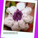 Объемный цветок крючком с лепестками из пышных столбиков