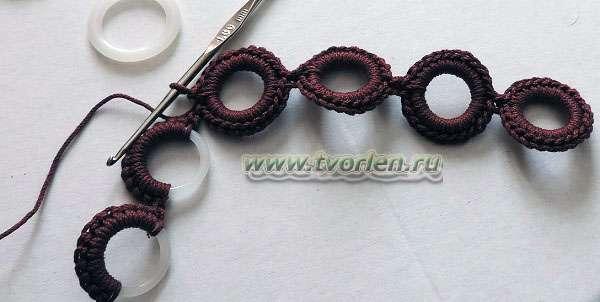 вязаный браслет на кольцах крючком