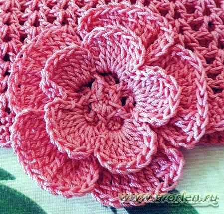 шапочка с цветком -цветок-крючком