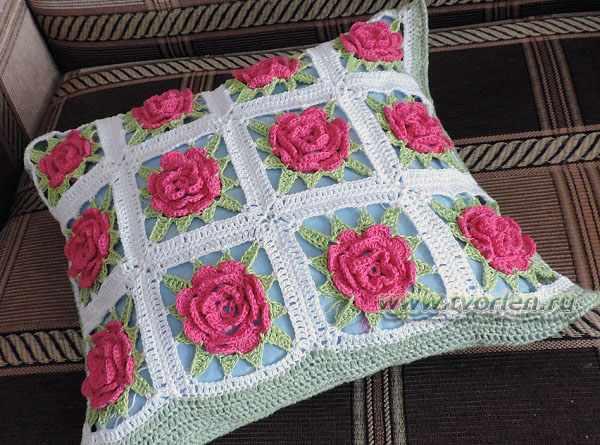 подушка из кружевных квадратов (4)