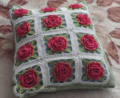 подушка из кружевных квадратов (7)
