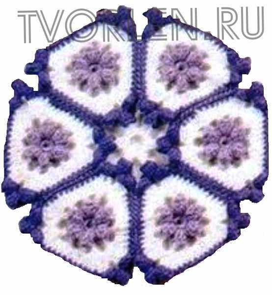 красивый треугольный мотив с объёмным цветком