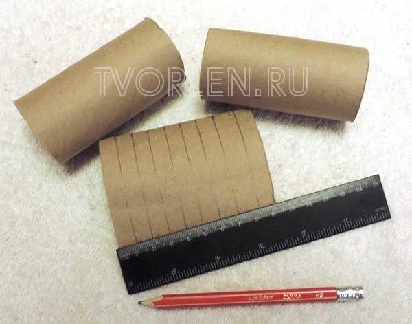 ukrashenie-iz-rulonchika-ot-tualetnoj-bumagi-3