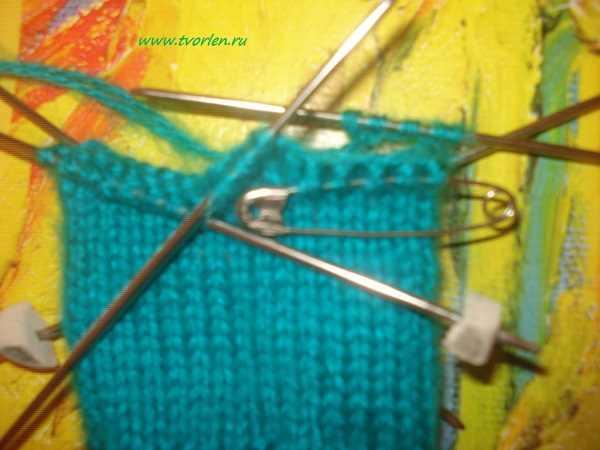 вяжем простые варежки спицами (3)