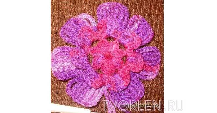 И еще один объемный вязаный крючком цветок. Мастер-класс