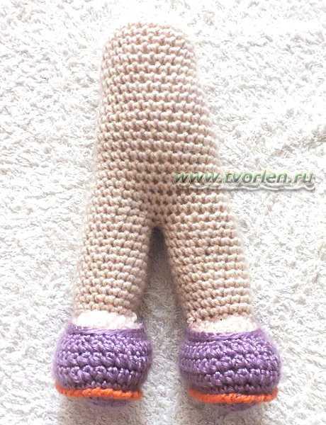 вяжем куклу-ножки куклы в туфлях