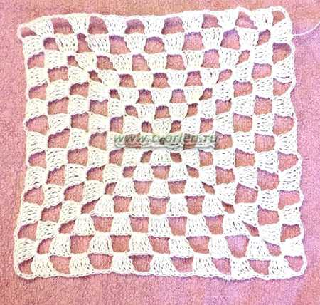 salfetka-kryuchkom-na-baze-babushkinogo-kvadrata (1)