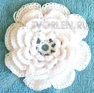 ovalnaya-salfetka-s-obyomnymi-cvetami-1