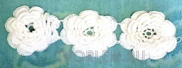 ovalnaya-salfetka-s-obyomnymi-cvetami-6