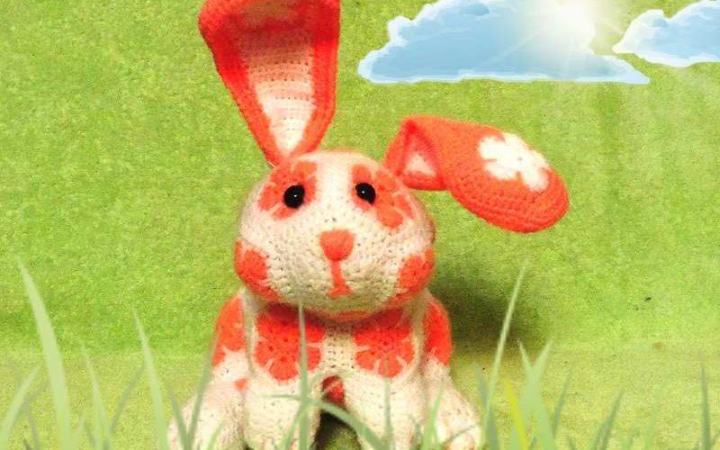 вязаный кролик из мотивов